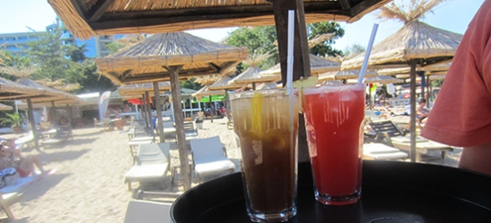 Partyurlaub am Goldstrand - Cocktails